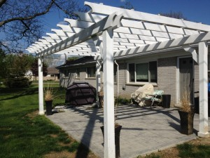 PVC & Vinyl Decks builders michigan
